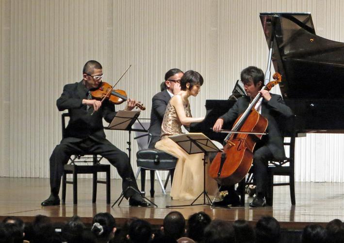 6・14石田・山本・諸田 ピアノトリオ・コンサートに500人_c0014967_13503647.jpg