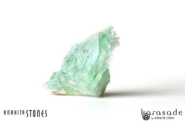 グリーンアポフィライト原石(インド産)_d0303974_20521665.jpg
