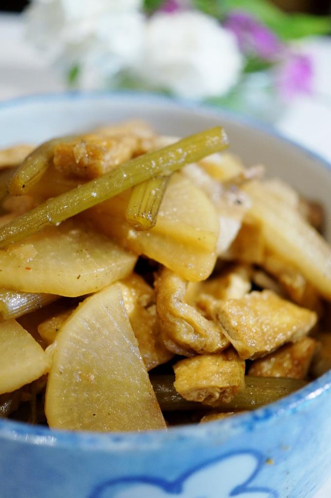 ■菜園野菜で 簡単な常備菜【大根と蕗の甘辛炒め煮】_b0033423_19302613.jpg