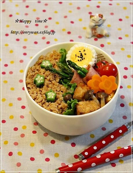 鶏そぼろ弁当と紫陽花☆アナベル♪_f0348032_19272604.jpg