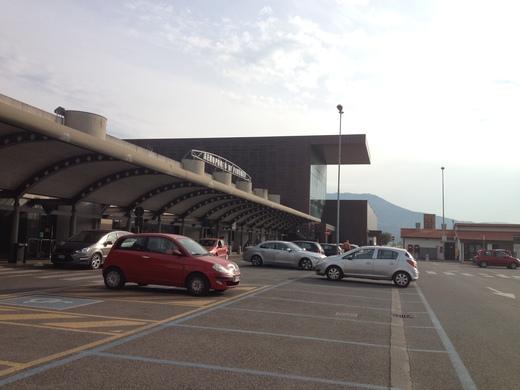中央駅からの空港行きバスのりば_a0136671_23443840.jpg