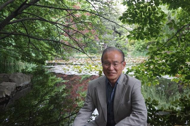 藤田八束の北海道の旅: カルガモの赤ちゃんに逢いました、北海道道庁池のカルガモの家族に癒されました_d0181492_11442561.jpg