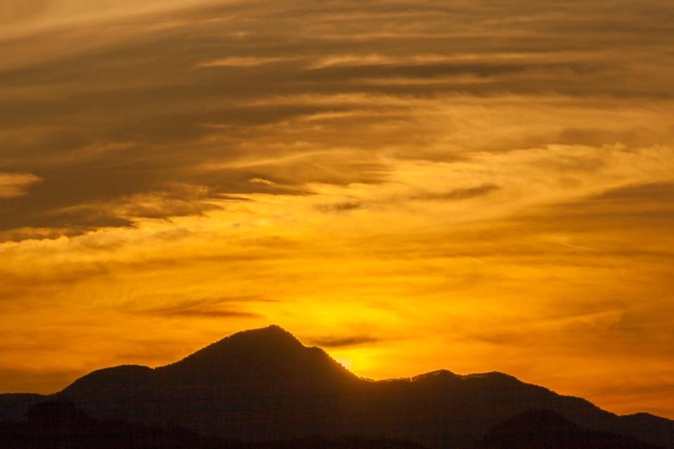 多峰主山のトワイライト_b0010915_2140241.jpg