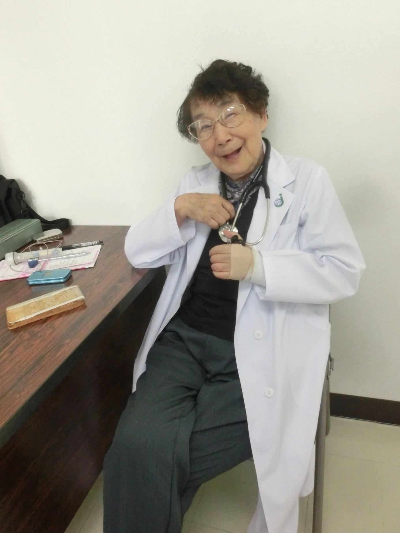 足のタコと梅ちゃん先生_e0291149_16064316.jpg