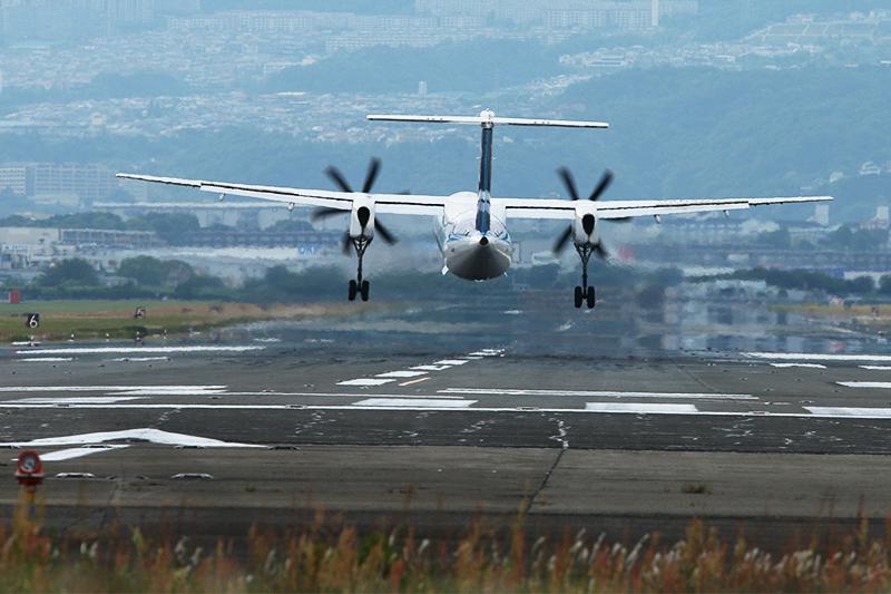 伊丹空港へ_a0003650_21245985.jpg