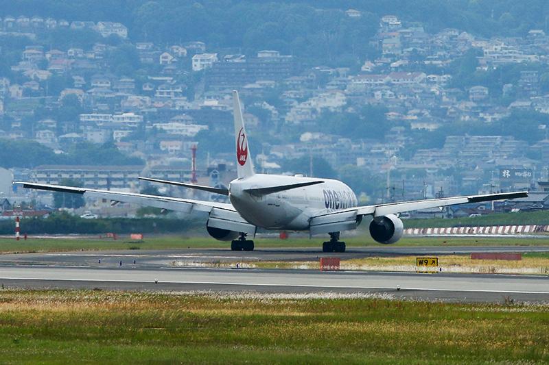 伊丹空港へ_a0003650_2124968.jpg