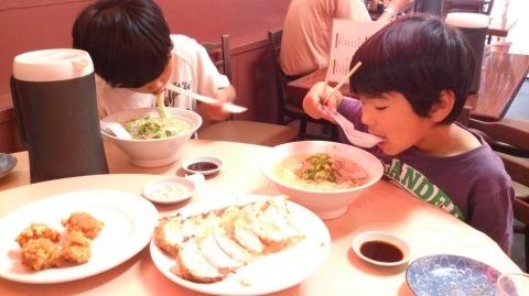 久しぶりに?息子たちと神戸に行ってきました~♪(^o^)/_d0191262_22222692.jpg