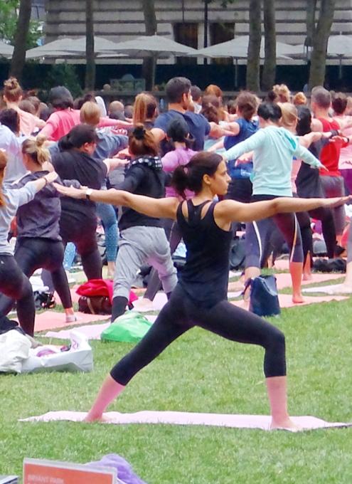 ブライアント・パークの無料のヨガ・クラス(Bryant Park Yoga)の様子_b0007805_23554419.jpg