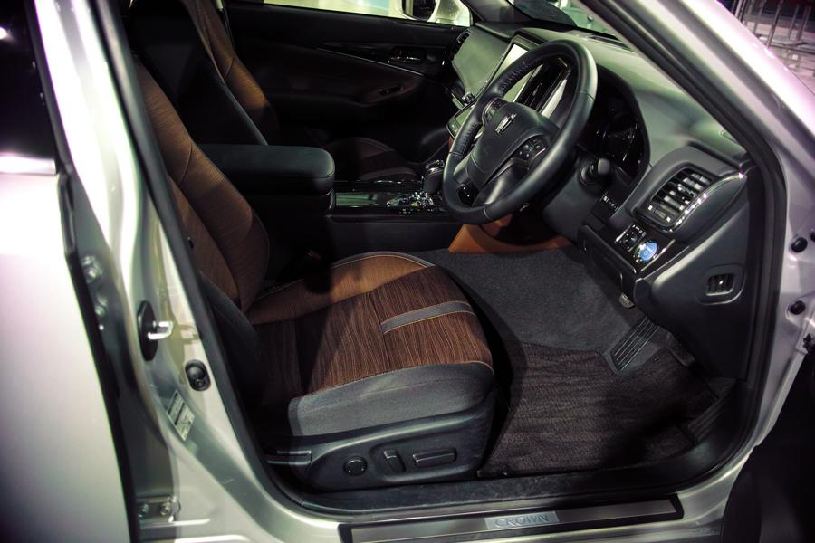レクサス・HS250h インプレッション④ HSとSAI ~レクサスとトヨタのスタイルの違い~_c0223825_02293132.jpg