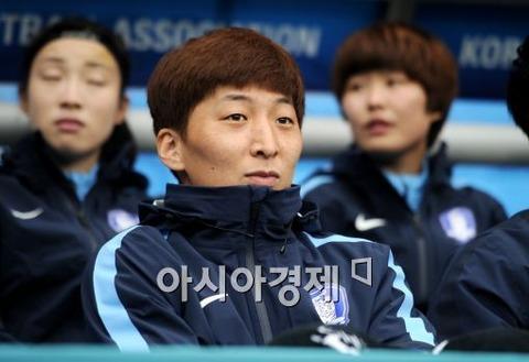 韓国女子サッカー、W杯に男子を送り込む!?:ついに「女に成りすまし」の芸か!?_e0171614_1583247.jpg