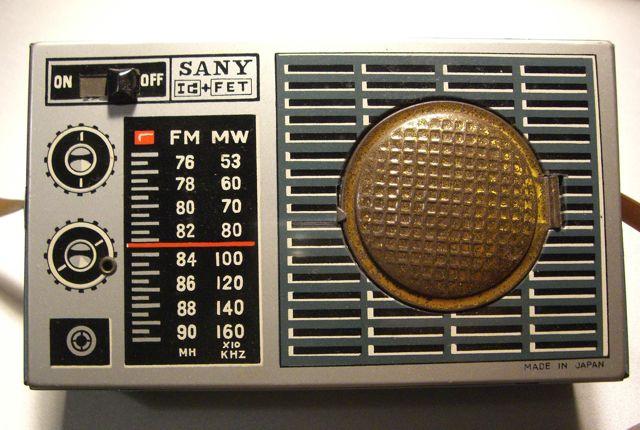 ブリキのおもちゃ〜ラジオ_a0136725_1441427.jpg