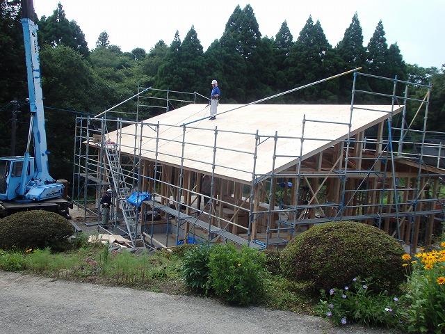 昨日6月21日(日)棟上げをいたしました。_e0266187_13411084.jpg