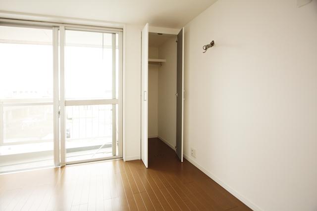 ~内装フルリフォーム!採光良好で、白い壁が映えるマンション~_e0165885_1051474.jpg