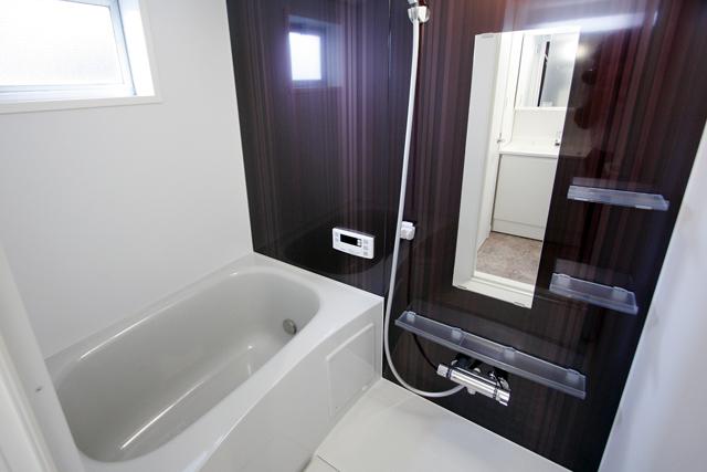 ~内装フルリフォーム!採光良好で、白い壁が映えるマンション~_e0165885_1104195.jpg