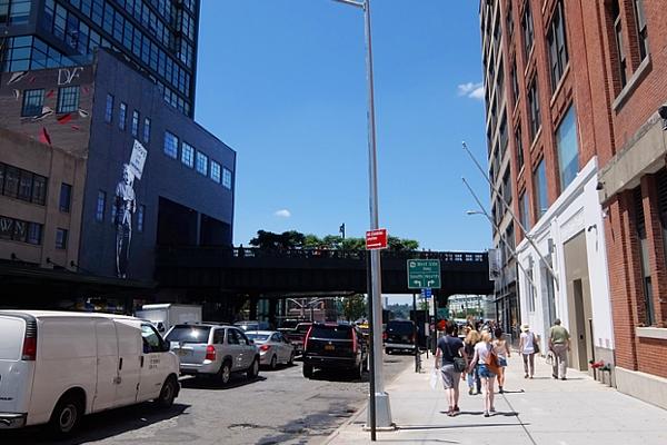 NYの街角に「愛が答えだ」(Love is the Answer)の巨大壁画_b0007805_20145349.jpg