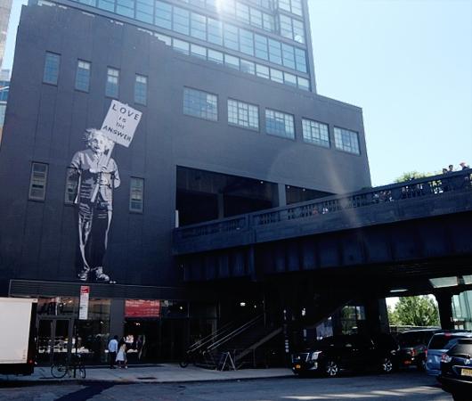 NYの街角に「愛が答えだ」(Love is the Answer)の巨大壁画_b0007805_20152495.jpg