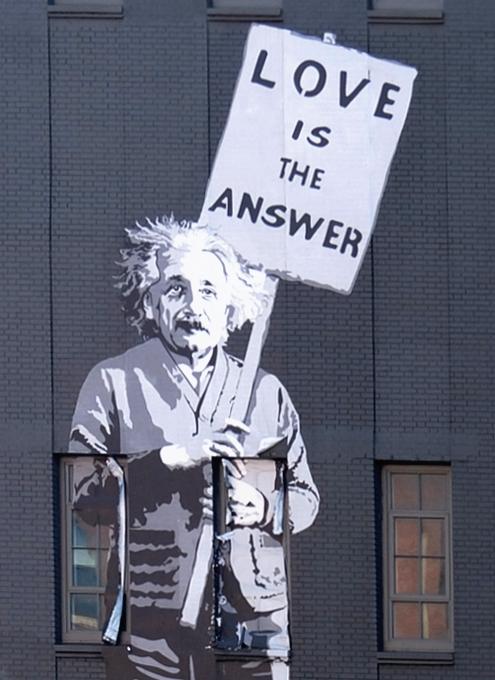 NYの街角に「愛が答えだ」(Love is the Answer)の巨大壁画_b0007805_20154514.jpg