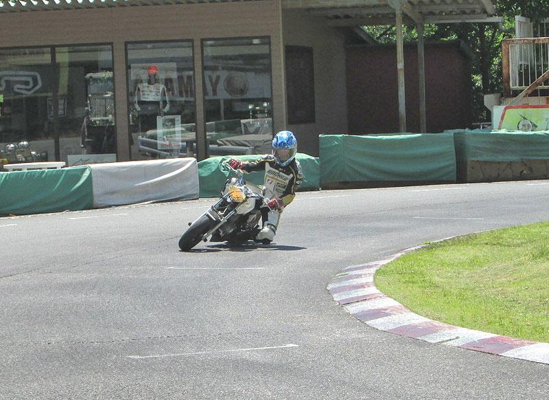 今日は大井松田カートランドでミニバイク遊びーヽ(^。^)ノ_c0086965_0211154.jpg