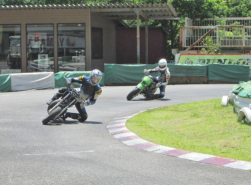 今日は大井松田カートランドでミニバイク遊びーヽ(^。^)ノ_c0086965_0295877.jpg