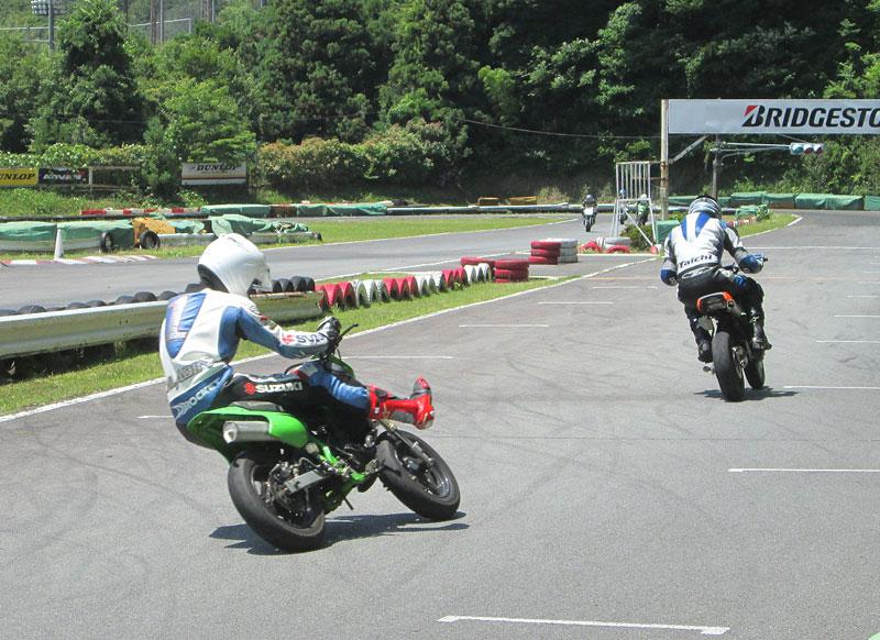 今日は大井松田カートランドでミニバイク遊びーヽ(^。^)ノ_c0086965_0313328.jpg