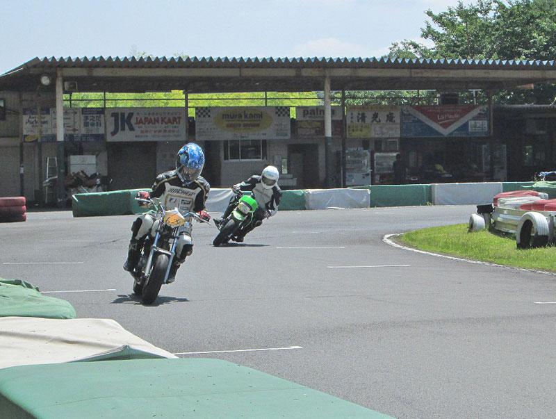 今日は大井松田カートランドでミニバイク遊びーヽ(^。^)ノ_c0086965_0354319.jpg