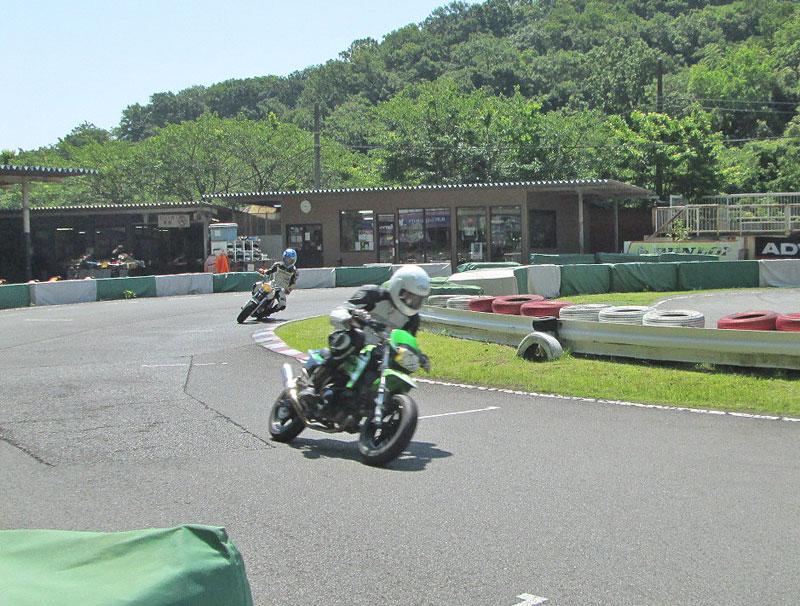 今日は大井松田カートランドでミニバイク遊びーヽ(^。^)ノ_c0086965_0364559.jpg