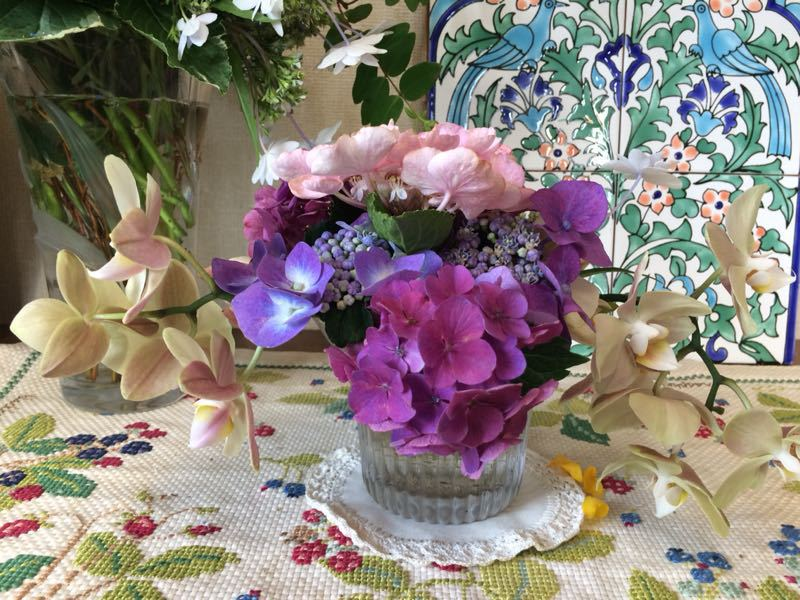 胡蝶蘭と紫陽花のフラワーアレンジメント_e0233674_22143617.jpg