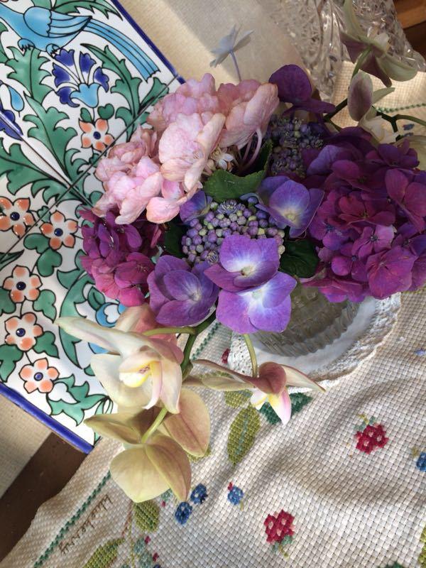 胡蝶蘭と紫陽花のフラワーアレンジメント_e0233674_22144373.jpg