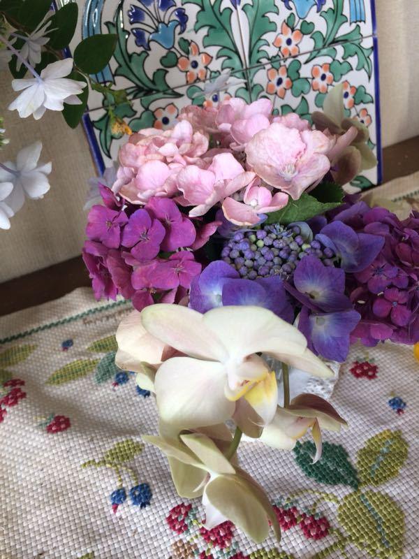 胡蝶蘭と紫陽花のフラワーアレンジメント_e0233674_22144495.jpg