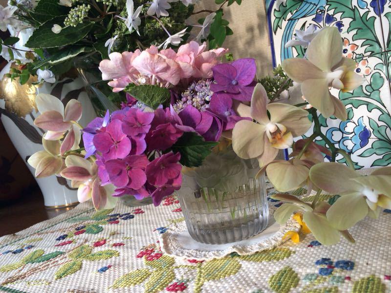 胡蝶蘭と紫陽花のフラワーアレンジメント_e0233674_22144698.jpg