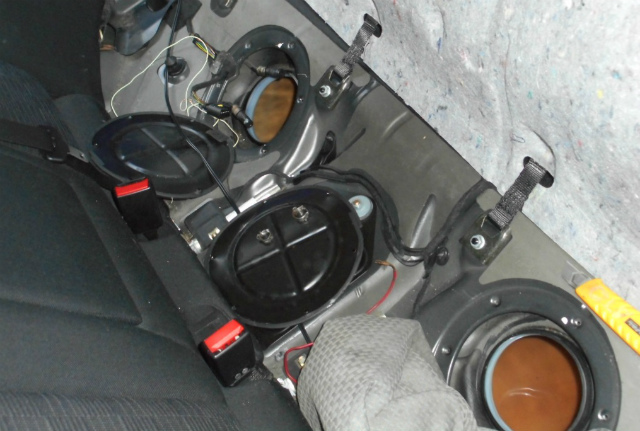 メルセデスベンツ C180 (W203)燃料ポンプ交換_c0267693_11193506.jpg