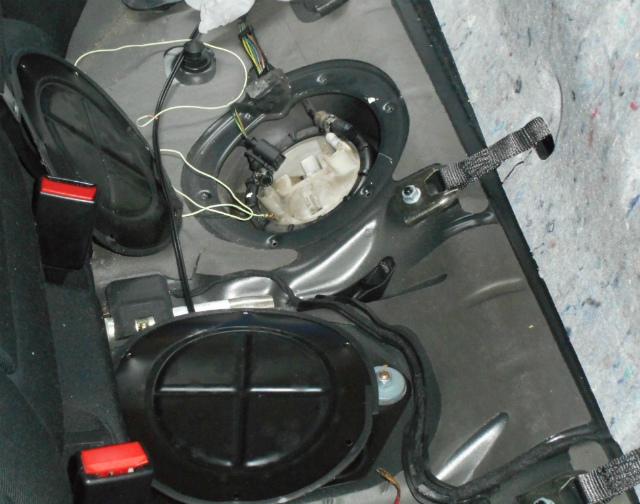 メルセデスベンツ C180 (W203)燃料ポンプ交換_c0267693_11193508.jpg