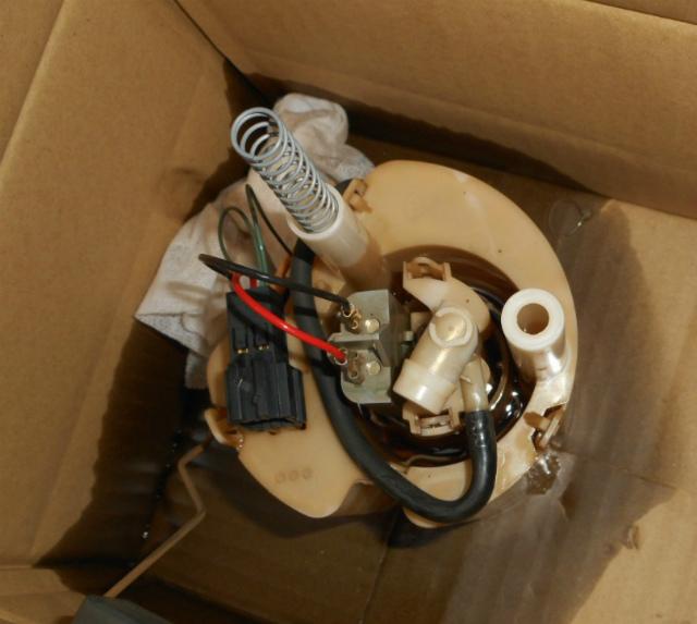 メルセデスベンツ C180 (W203)燃料ポンプ交換_c0267693_11193527.jpg