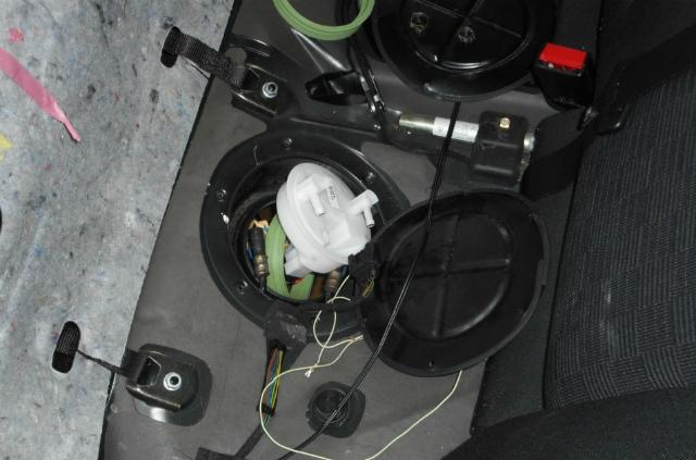 メルセデスベンツ C180 (W203)燃料ポンプ交換_c0267693_11193622.jpg