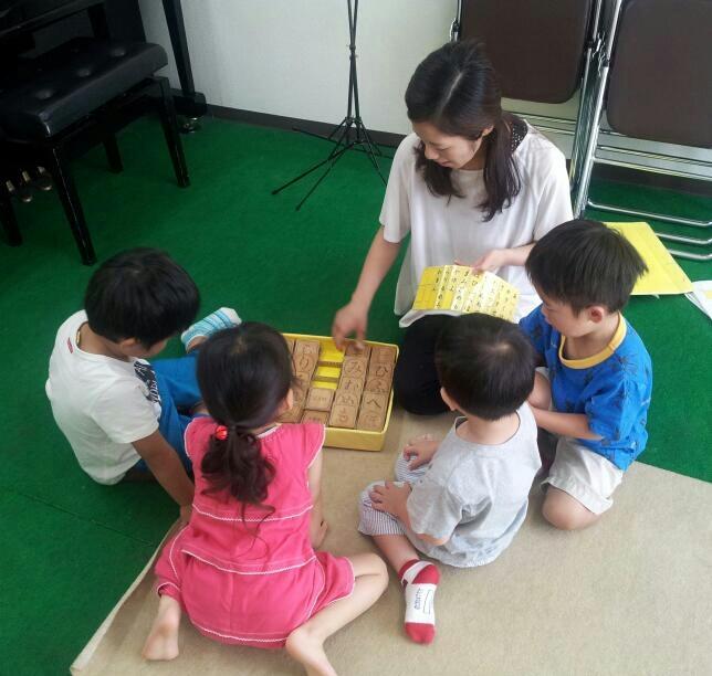【幼稚園クラス】言語教育:五十音並べ_a0318871_20100057.jpg