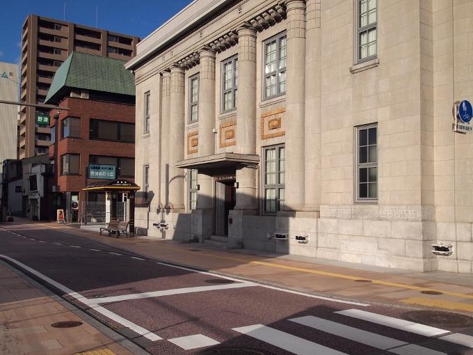 旧八束銀行本店(ごうぎんカラコロ美術館)_f0116479_11375828.jpg