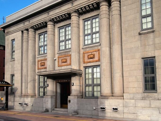 旧八束銀行本店(ごうぎんカラコロ美術館)_f0116479_14444532.jpg