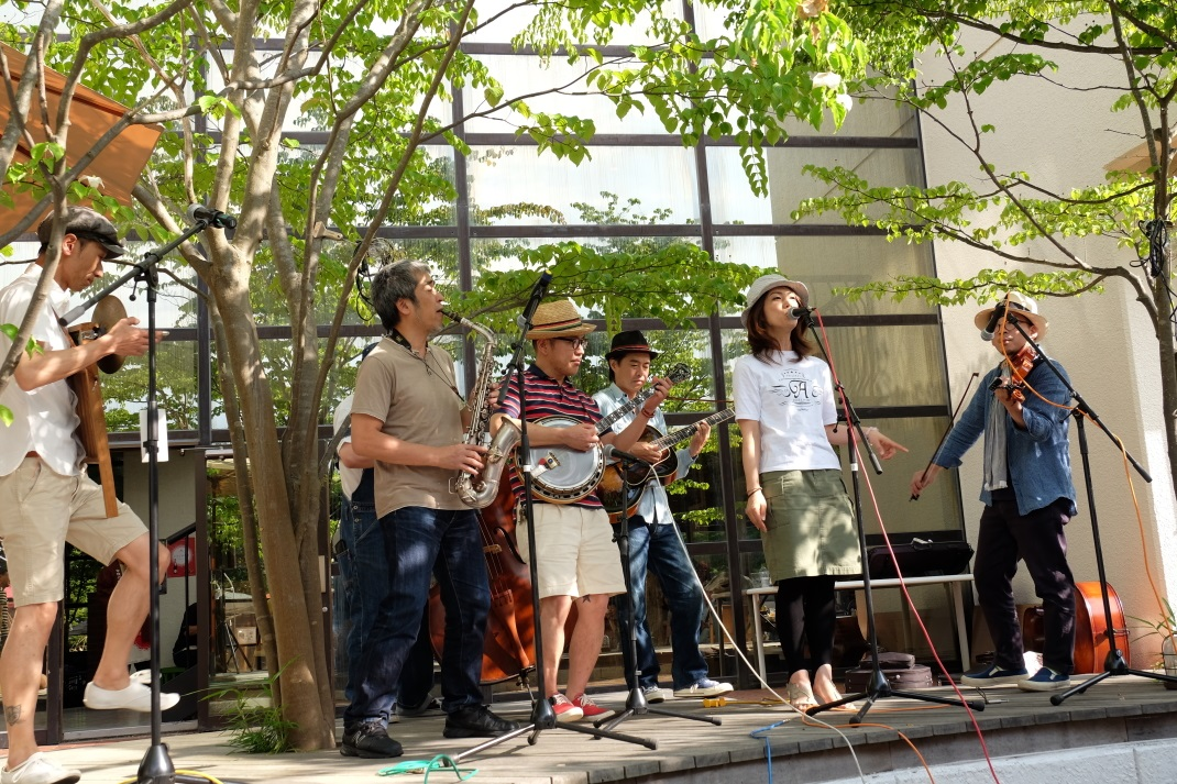 里山サニサンまつり2015 Free Live⑤ 中野渡章子&Little Fats & Swingin\' Hot Shot Party _e0143883_17241325.jpg