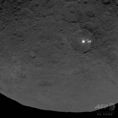 準惑星セレスに「ピラミッド」?、光も NASAが画像公開  / CNN ・AFP_b0003330_1143588.jpg
