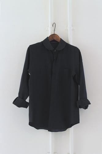 丸襟のリネンシャツ。_e0247148_19345240.jpg