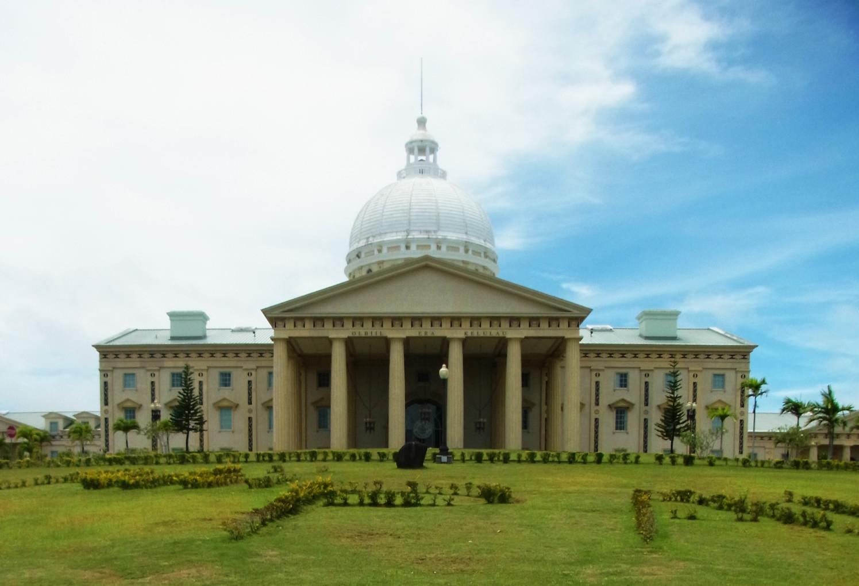 小さな国の国会議事堂_d0116009_8495282.jpg