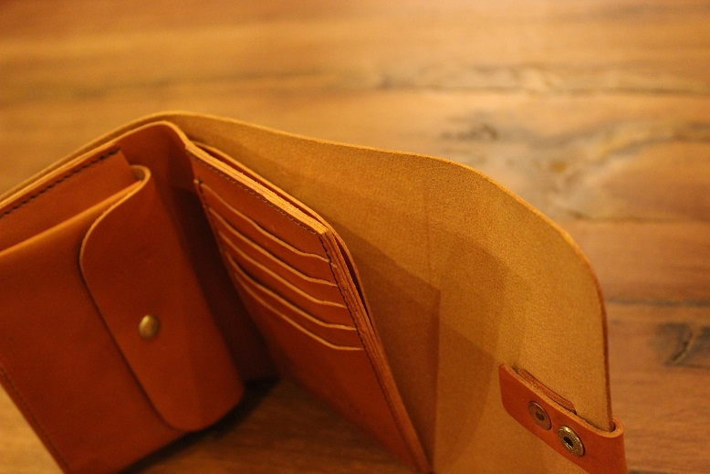 "SLOW ""toscana -flap hold wallet- \"" ご紹介 _f0191324_9482294.jpg"