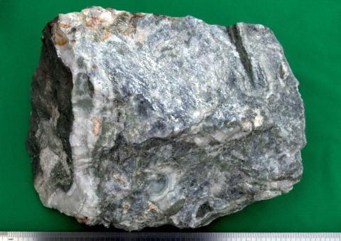 大乗鉱山の銀黒鉱 : スカルンと...