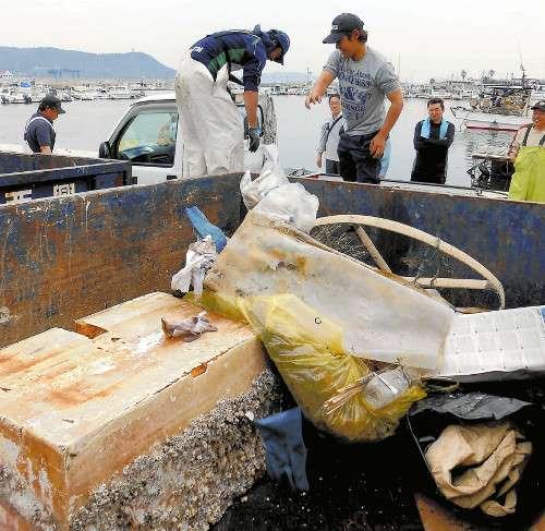 海底ごみ」回収加速…自治体が予算、国も補助 _b0064113_8382380.jpg
