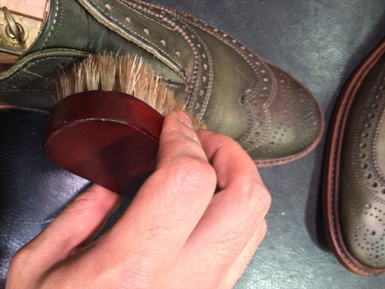 珍しい色の靴の手入れは無色クリームに限る!_b0226322_18120760.jpg