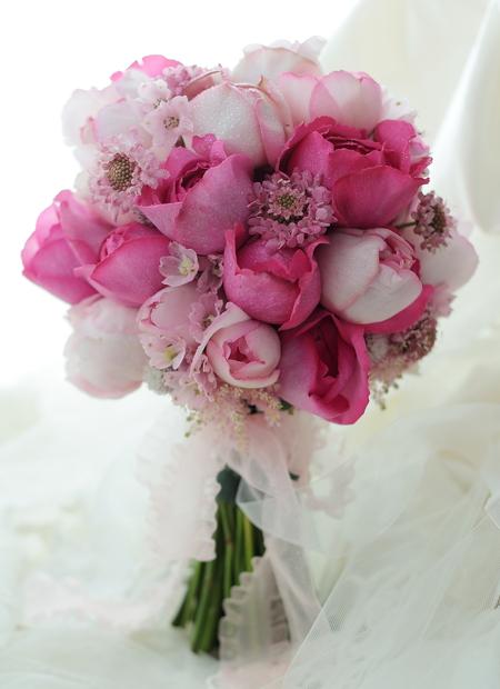 クラッチブーケ 横浜ベイシェラトン様の結婚式へ ピンクのカップ咲きのバラたちで_a0042928_22325717.jpg