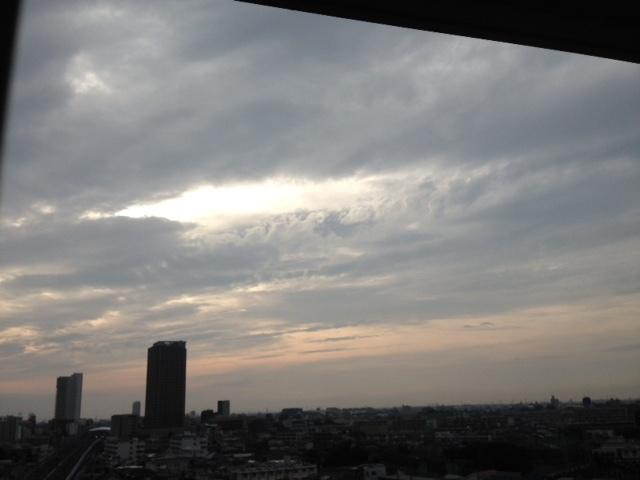 《空と雲》夕暮れ時のキャンバス~次から次へ~_b0298740_11481239.jpg