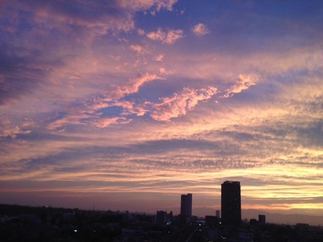 《空と雲》夕暮れ時のキャンバス~次から次へ~_b0298740_11532156.jpg