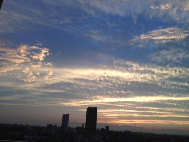 《空と雲》夕暮れ時のキャンバス~次から次へ~_b0298740_11563572.jpg