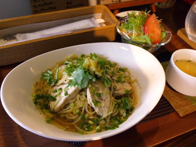 FOOD&CAFE  Chiーkotto(チコット) その2(塩レモンのトリハムと水菜の和風スープパスタ)_d0153062_90375.jpg